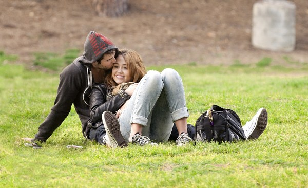 Miley-Cyrus-And-Josh-Bowman-at-the-Griffith-Park